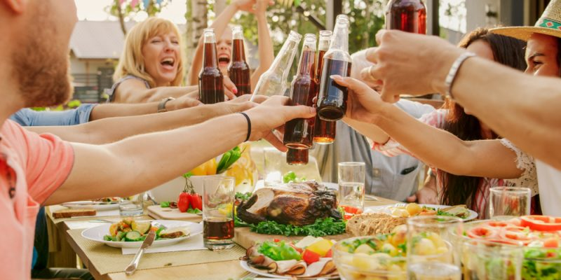tips for hosting a family reunion